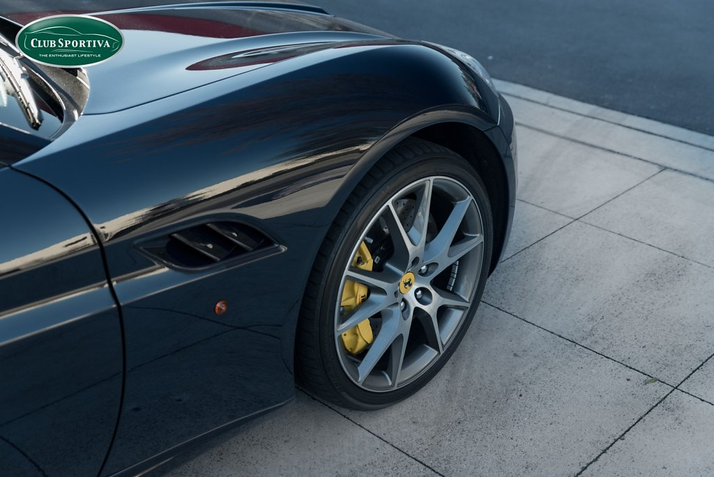 Club-Sportiva-Ferrari-California-Blu-Pozzi-3.jpg