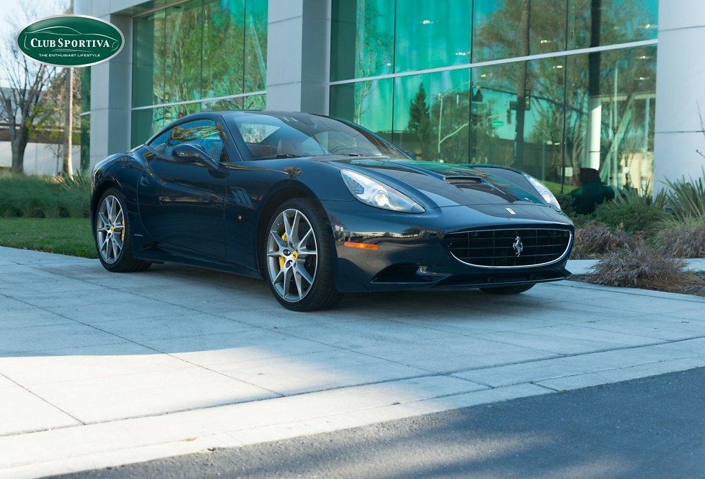 Club-Sportiva-Ferrari-California-Blu-Pozzi-1.jpg