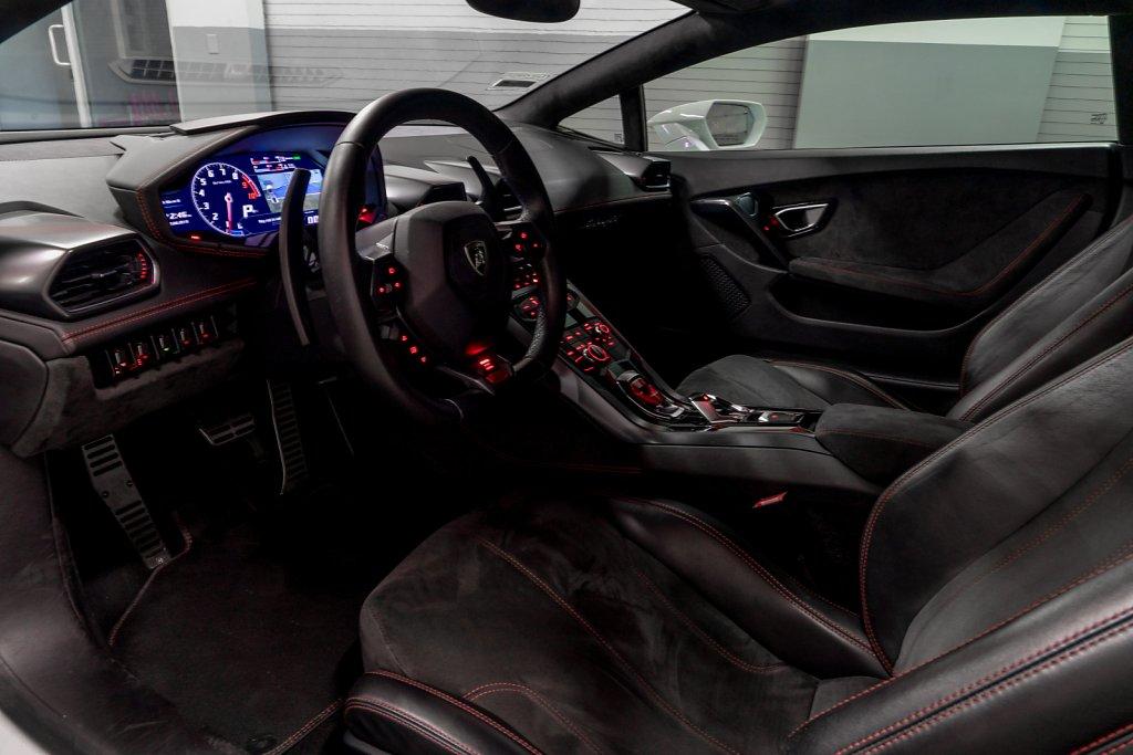Lamborghini-Huracan-Interior-Full-2.jpg