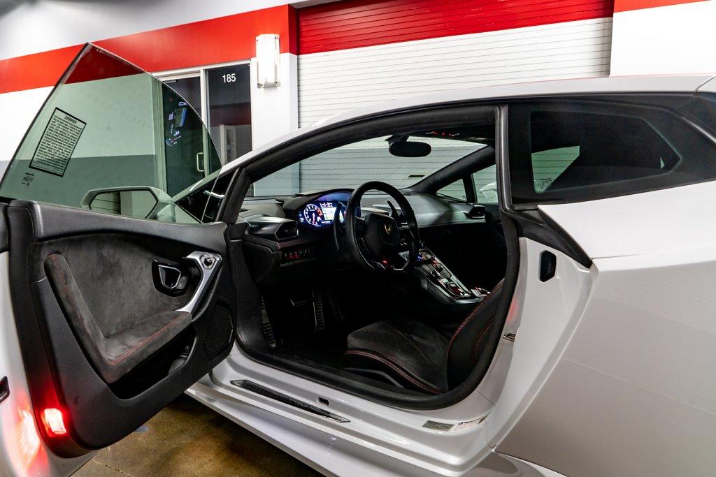Lamborghini-Huracan-Interior-Full.jpg