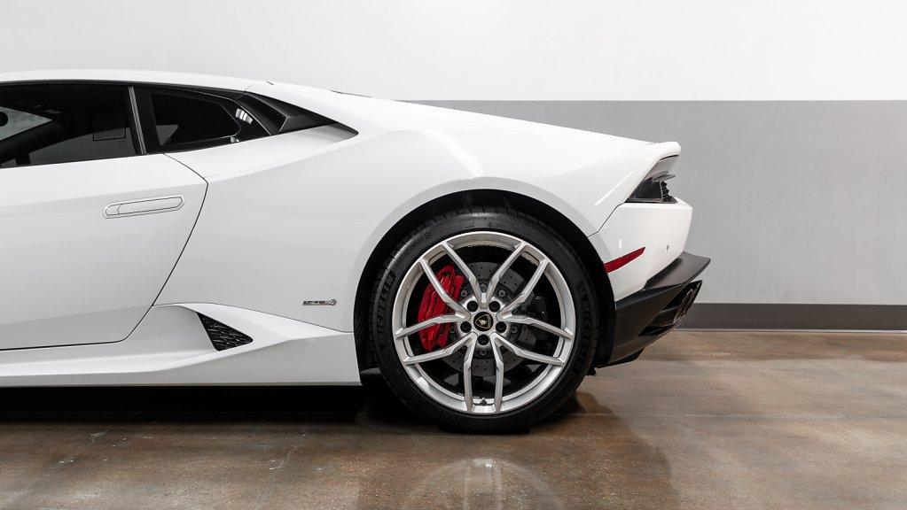 Lamborghini-Huracan-Rear-Detail.jpg