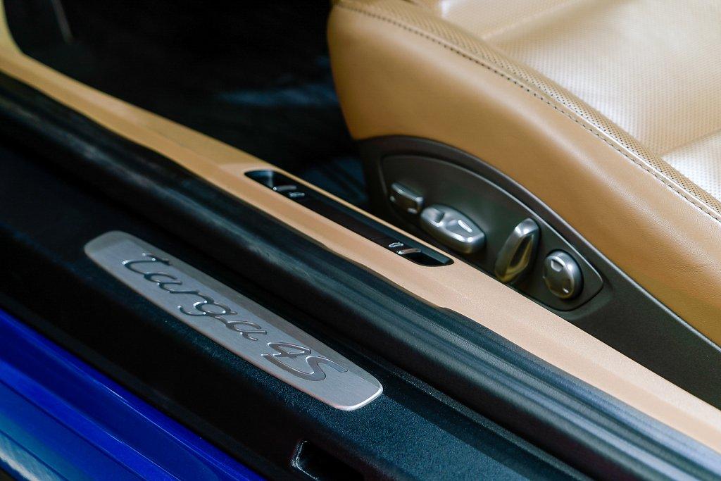 Porsche-911-Targa4S-Sapphire-Blue-Door-Seat-Control.jpg