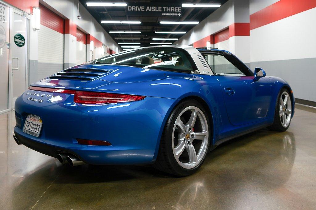 Porsche-911-Targa4S-Sapphire-Blue-RearISO2.jpg