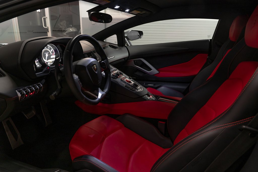 Lamborghini-Aventador-Interior-Full.jpg