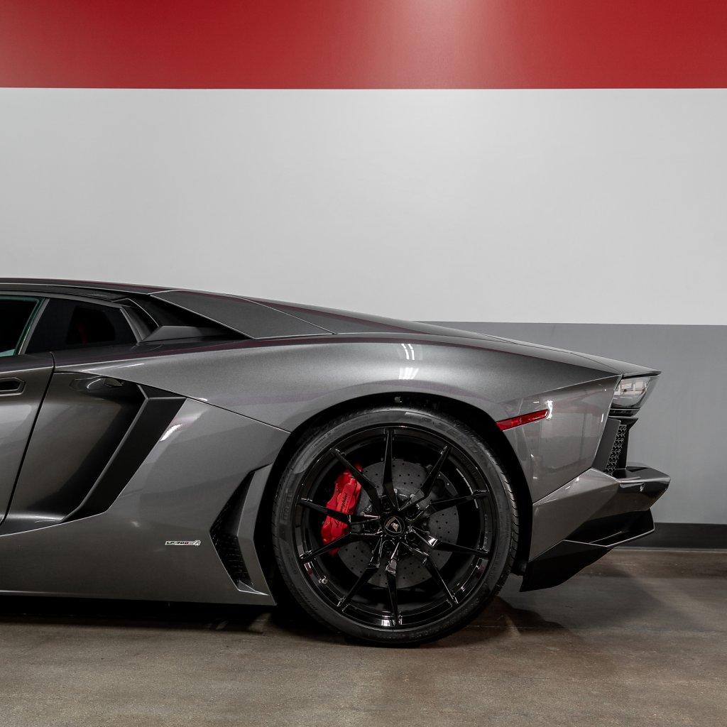 Lamborghini-Aventador-Rear-Detail.jpg