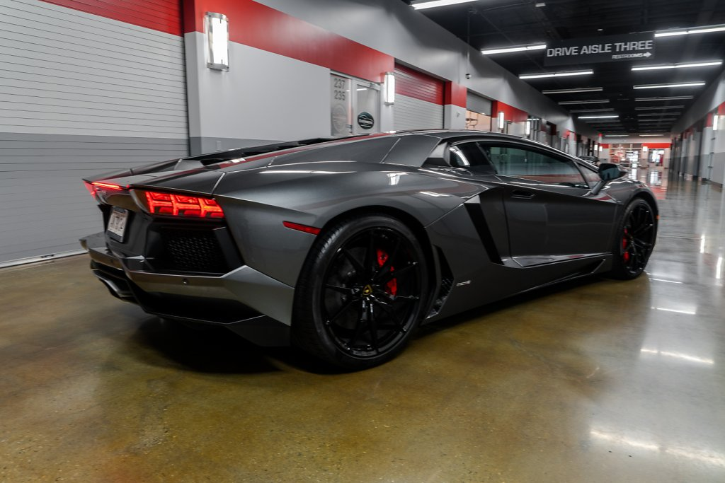 Lamborghini-Aventador-Rear-ISO.jpg